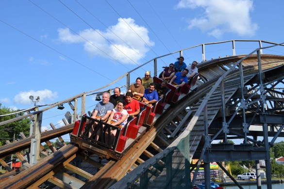 Le train restraint d'Hellcat. (photo : Theme Park Review)