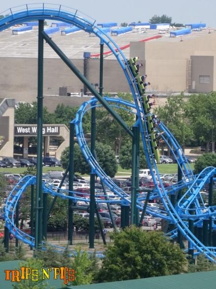 Oh la belle descente bien droite !!! Rare sur un coaster aussi long ! (photo : Trips'n'Pics)